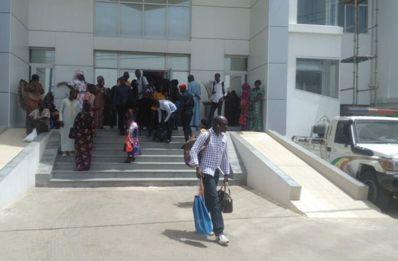 Lasse d'attendre dans des conditions exécrables, la presse boude la passation de service d'Aliou Sall à la CDC