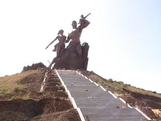 Dakar et la statue du Président Wade