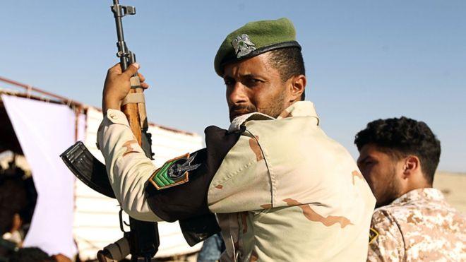 Libye : un groupe armé ferme un site pétrolier
