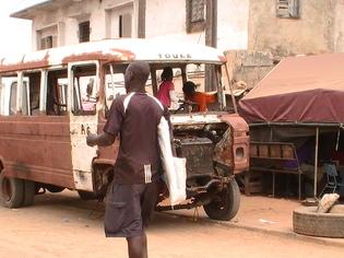 Dakar, sa banlieue et la route qui fait peur