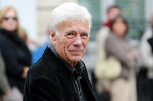 Célébrités et centaines d'anonymes disent adieu à Jean Rochefort