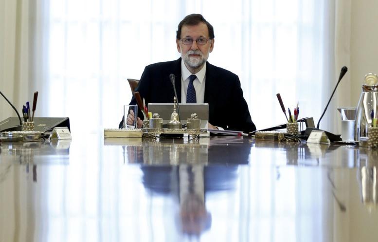 Catalogne: Le gouvernement régional suspendu de ses fonctions, annonce Rajoy