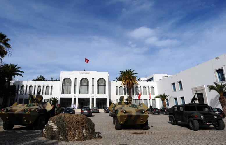 Tunisie: 2 policiers poignardés devant le Parlement