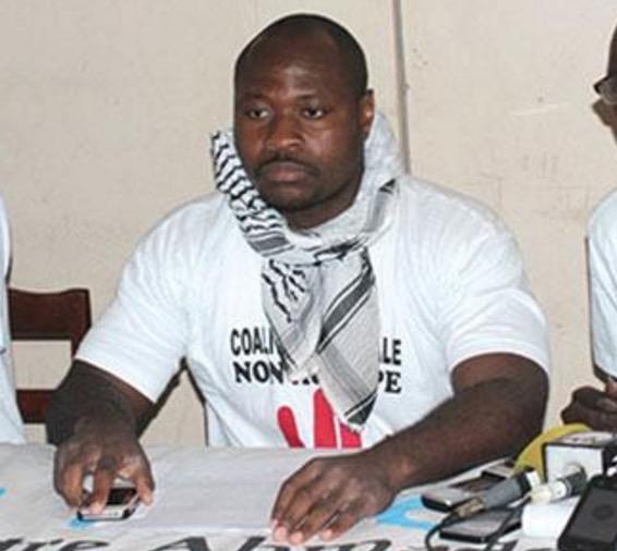« Touche pas à mon poulet ! Touche pas au Nigeria ! Touche pas à mon budget ! », (Front anti CFA)