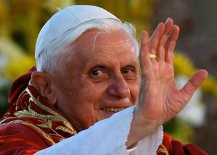"""TIC: Benoît XVI recommande aux prêtres d'utiliser le Web, mais """"avec sagesse"""""""