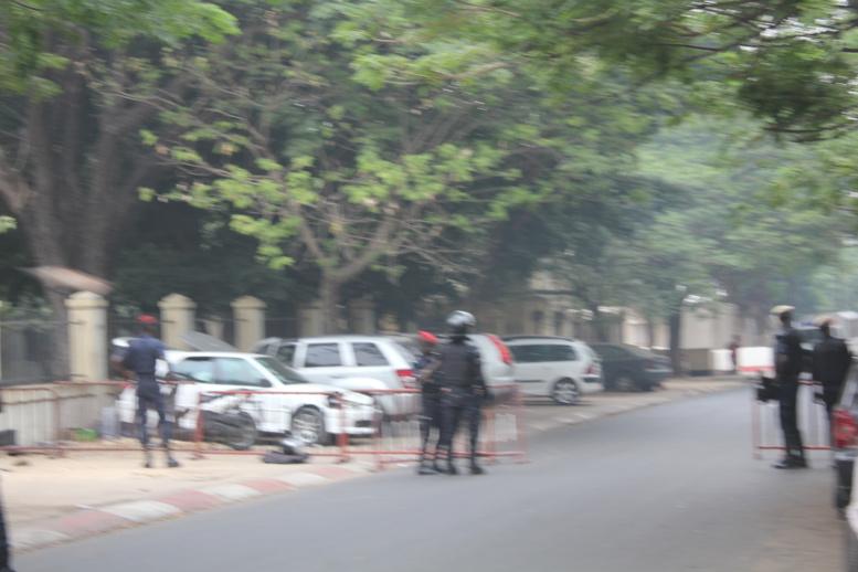 """URGENT - Du grabuge devant l'Assemblée nationale - Des tirs de grenades lacrymogènes pour disperser les """"Khalifistes"""""""