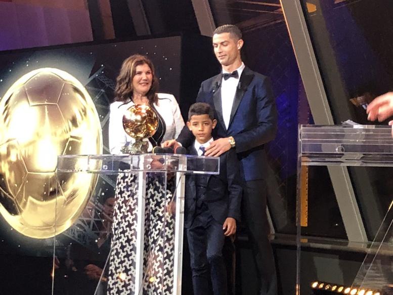 Cristiano Ronaldo remporte son 5e Ballon d'or