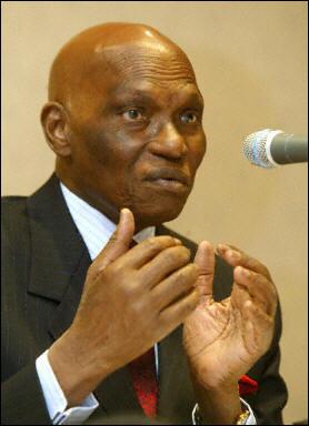 Me Abdoulaye Wade : médiateur trop tardif de la crise au Niger ?