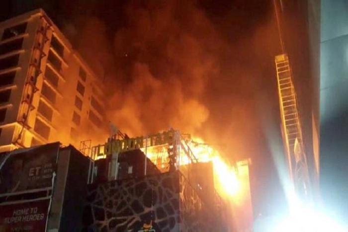 14 personnes ont péri dans l'incendie d'un restaurant à Bombay — Inde