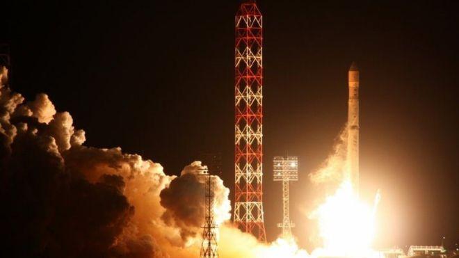 La Russie rétablit le contact avec Angosat-1