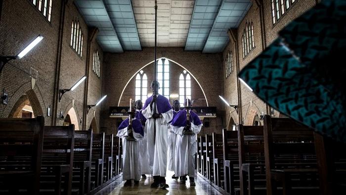RDC: le prêtre à l'origine de l'«opération cloches» confronté à ses accusateurs