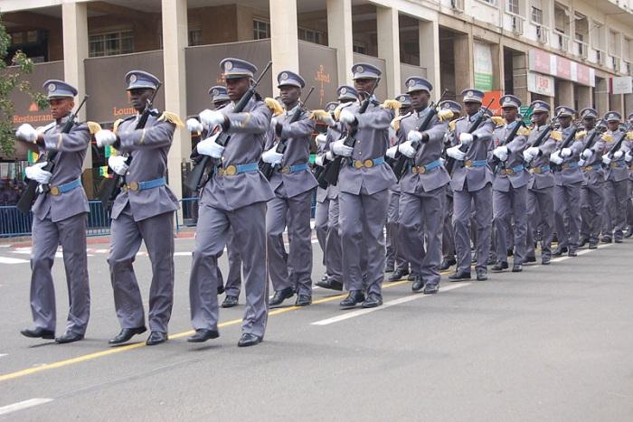 Macky Sall drague l'armée et la diaspora