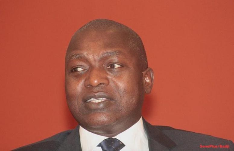 Oumar Gueye balaie les rumeurs sur l'augmentation du niveau de pauvreté au Sénégal