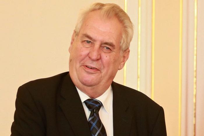Présidentielle tchèque: le pro-russe Zeman affrontera un rival pro-européen au second tour