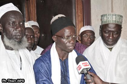 Ici, les imams de Guédiawe, au milieur Youssoufa Sarr