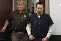 Poursuivi pour abus sexuels sur plus d'une centaine d'athlètes : Larry Nassar  écope de 40 à 175 années de prison
