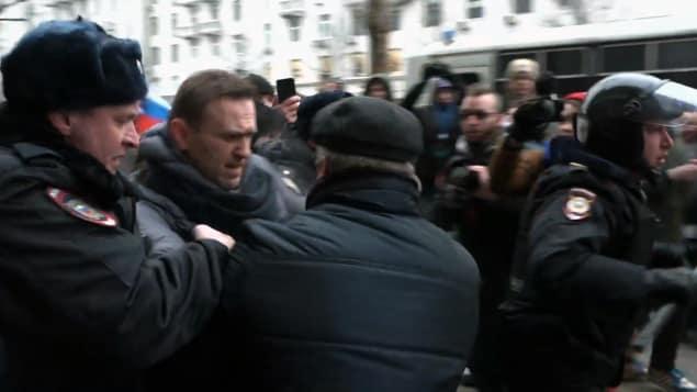 Russie : L'opposant Navalny arrêté en pleine manifestation contre Poutine