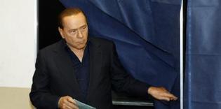 Le Premier ministre italien, Silvio Berlusconi, lors des élections régionales, à Milan, le 28 mars 2010. Reuters