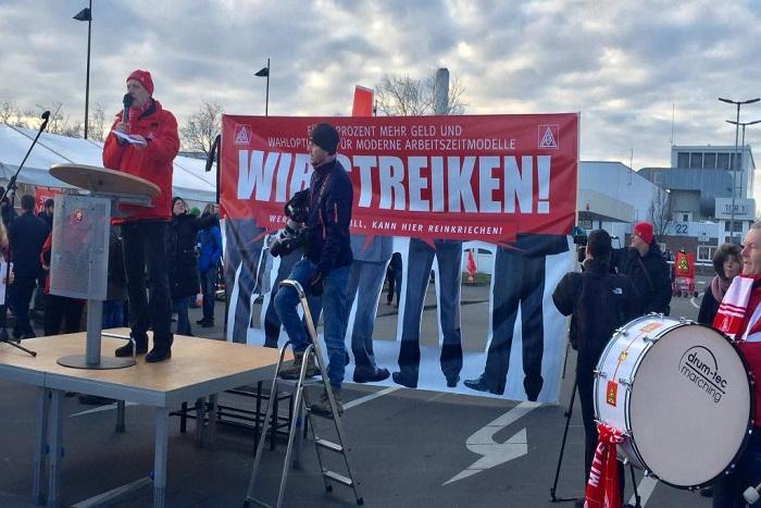 Grèves en Allemagne: chez Daimler, les ouvriers poursuivent le bras de fer