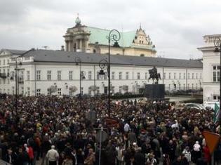 Les Polonais choqués par la disparition brutale de leur président