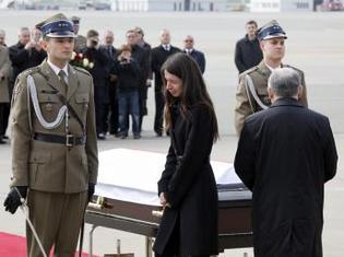La Pologne se recueille devant la dépouille du président Kaczynski
