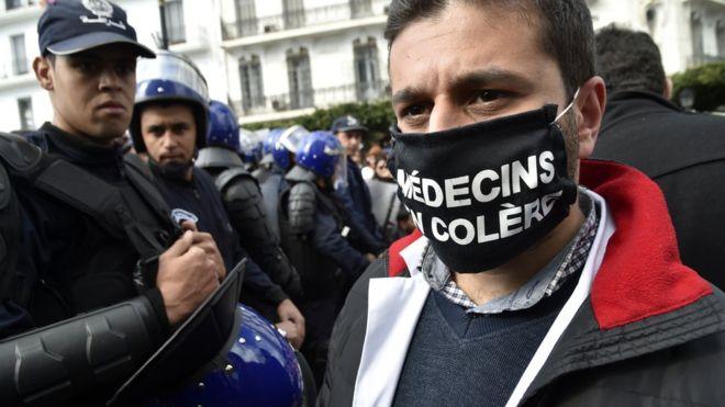 Les médecins algériens dans la rue