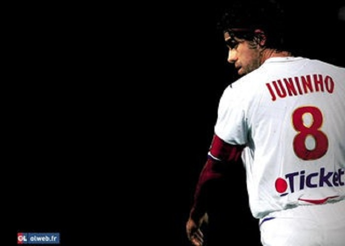 Juninho menacé de mort pour avoir critiqué Vinicius Jr