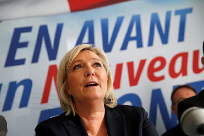 Marine Le Pen mise en examen pour avoir relayé des photos d'exactions de l'EI sur Twitter