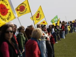 Une chaîne humaine de plus de cent mille personnes pour dire non au nucléaire en Allemagne
