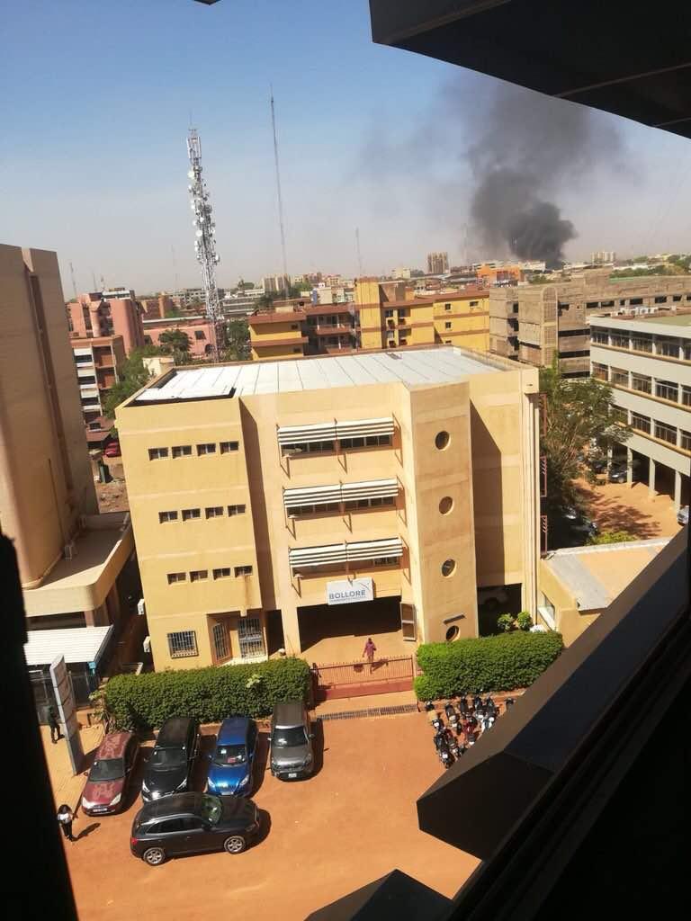 """Entretien avec une source qui a assisté à l'attaque de Ouagadougou : """"C'était comme dans un jeu vidéo, ils tiraient et..."""""""