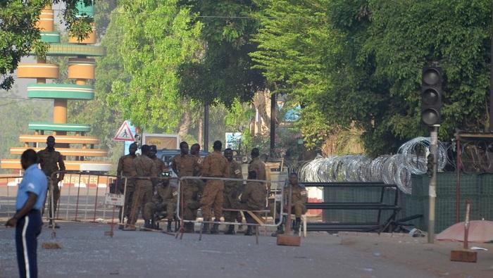 Burkina: trois assaillants tentent de forcer un barrage près de la présidence