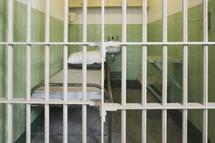 Abus sur les détenus, les officiers de police judiciaire principaux responsables.