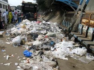 Reportage : les ordures à Dakar, les populations entre promesses des autorités et vie empoisonnée.