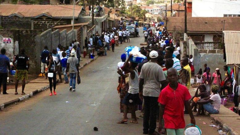 Elections générales en Sierra Leone: les électeurs affluent en masse
