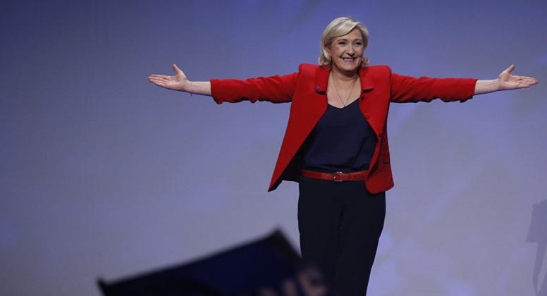 """France : Marine Le Pen va changer le nom du FN par le """"Rassemblement national"""""""