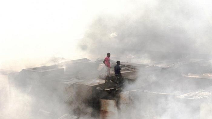 Guinée: le plus grand marché de Conakry ravagé par un incendie