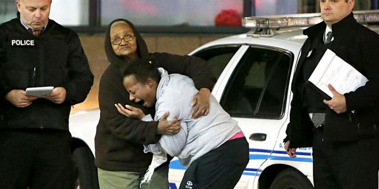 Etats-Unis : Un jeune noir de 22 ans arrosé de 20 balles par la police qui a confondu son portable avec une arme