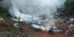 Un avion d'Air India s'est écrasé avec plus de 160 personnes à bord