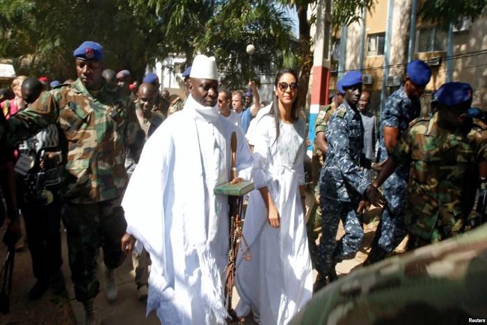 Gambie : deux généraux revenus d'exil inculpés de désertion