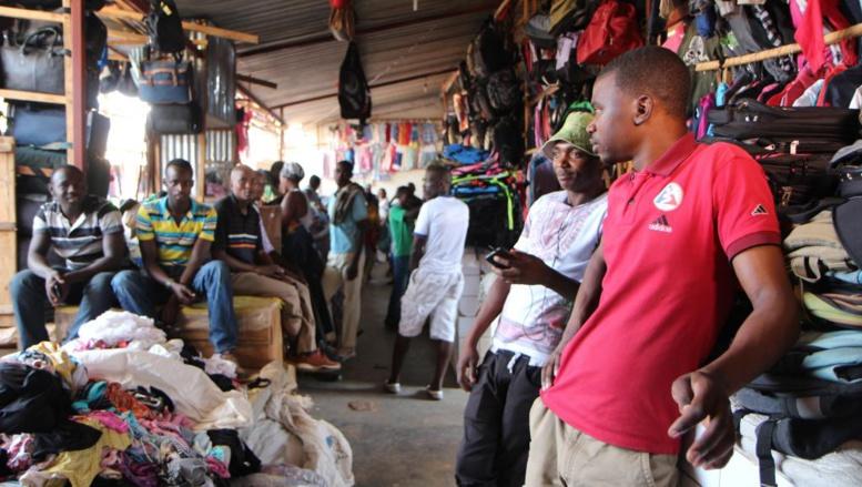 Droits de douane: Donald Trump suspend les importations de vêtements rwandais