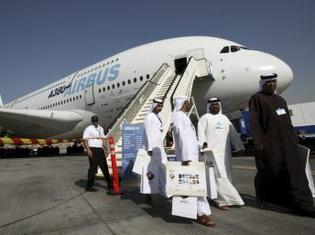 La compagnie aérienne Emirates commande 32 avions géants A380 à Airbus