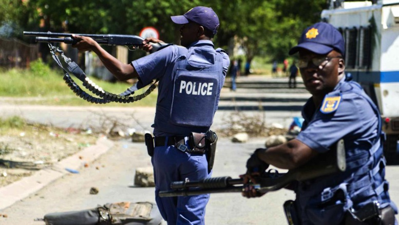 URGENT - Ça chauffe en Afrique du Sud : La police tire des balles sur des manifestants