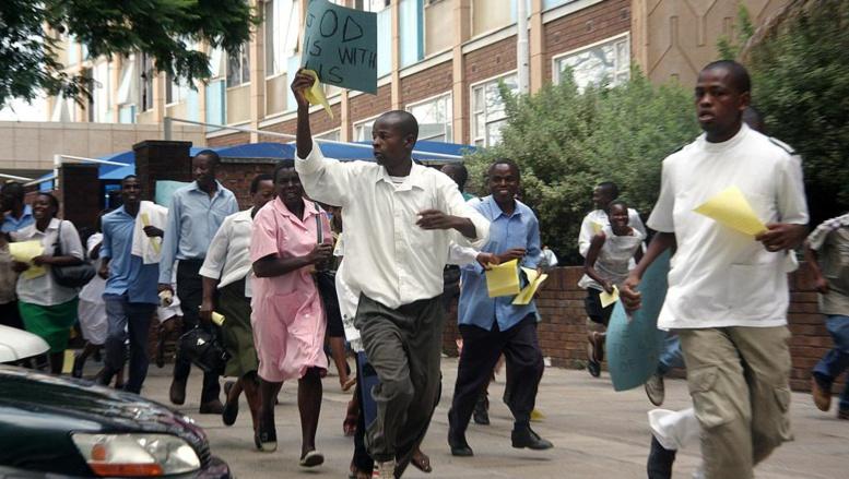 Zimbabwe: 15 000 infirmières annoncent la fin de leur grève et des négociations