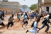 Tohu-bohu dans les écoles : les élèves défient les forces de l'ordre partout