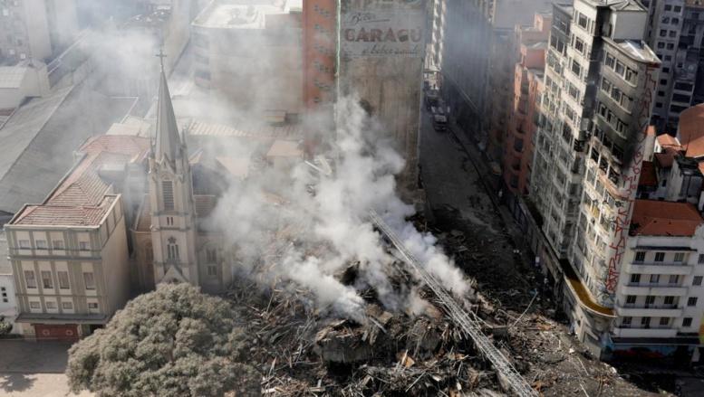 Un immeuble de 24 étages s'effondre au Brésil : le bilan des victimes est encore inconnu
