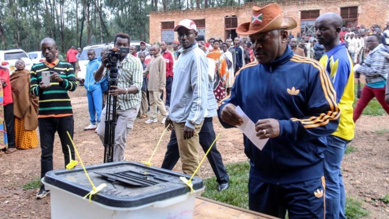 Référendum au Burundi: forte impulsion dans les bureaux de vote