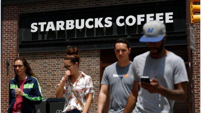 Starbucks forme ses employés contre le racisme