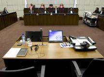 L'actrice Mia Farrow et Carol White , ex-agent de Naomi Campbell, sont appelées à témoigner lundi 9 août 2010 au procès de l'ex-président libérien Charles Taylor.