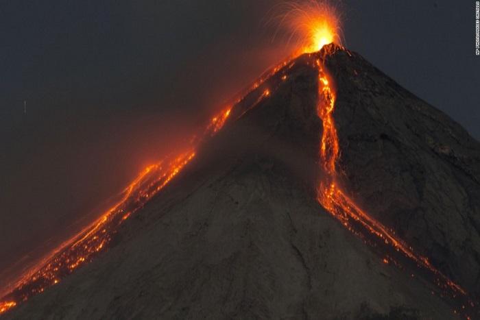 Eruption au Guatemala : 69 morts et des cendres à perte de vue