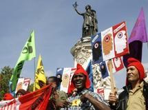 A Paris des milliers de manifestants dénoncent la politique «xénophobe» du gouvernement